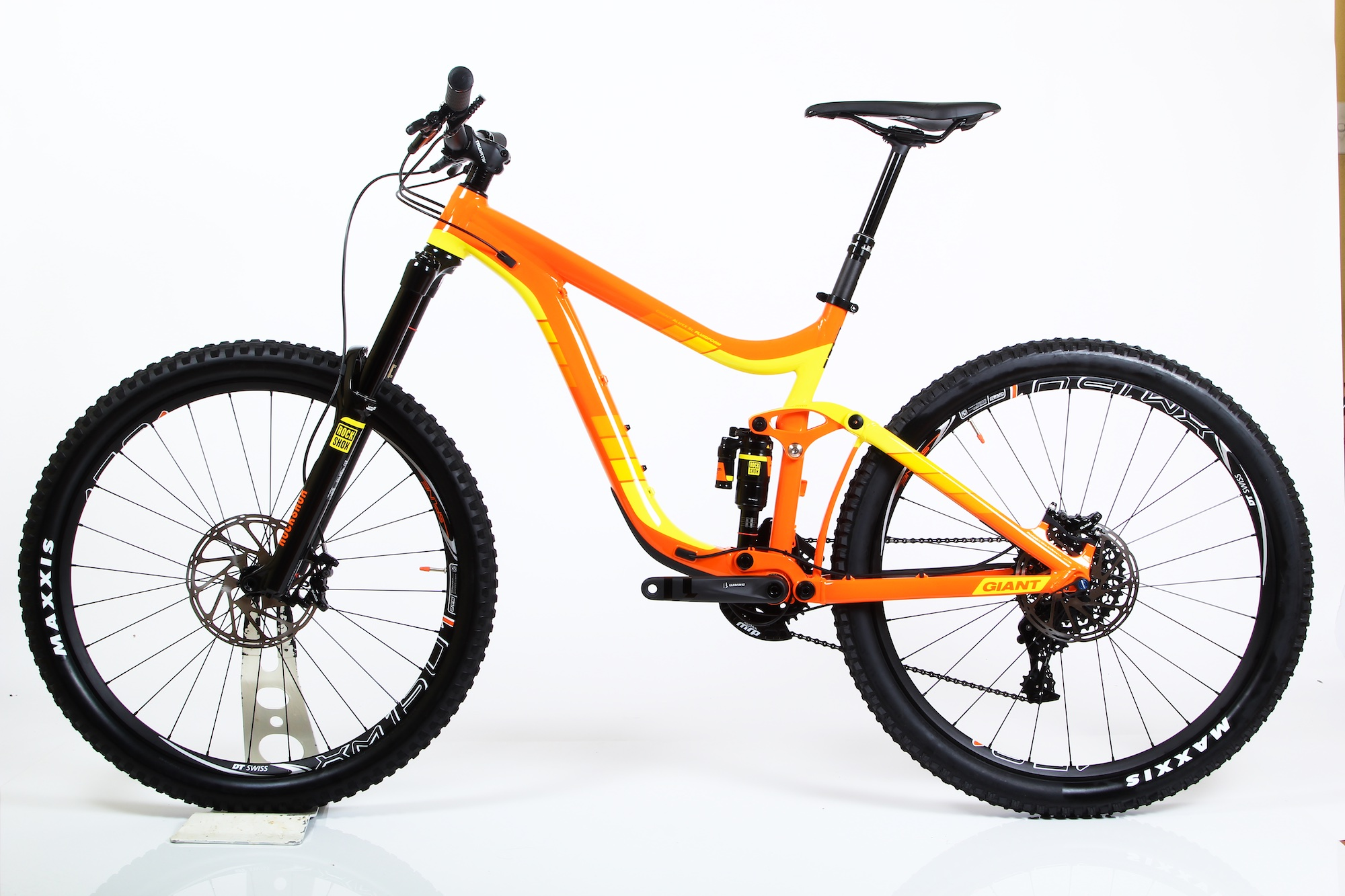 GIANT REIGN 27.5 1 2015 EX DEMO WITH UPGRADES